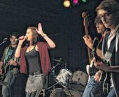 «Let's rock! Sieben Bands zeigen was das heißt« - Artikel zu «Rock im Fla Fla« am 19.6.15
